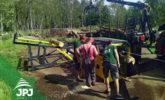 podávací stůl Regon RX spolu se štípacím poloautomatem ke zpracování palivového dřeva Regon R3
